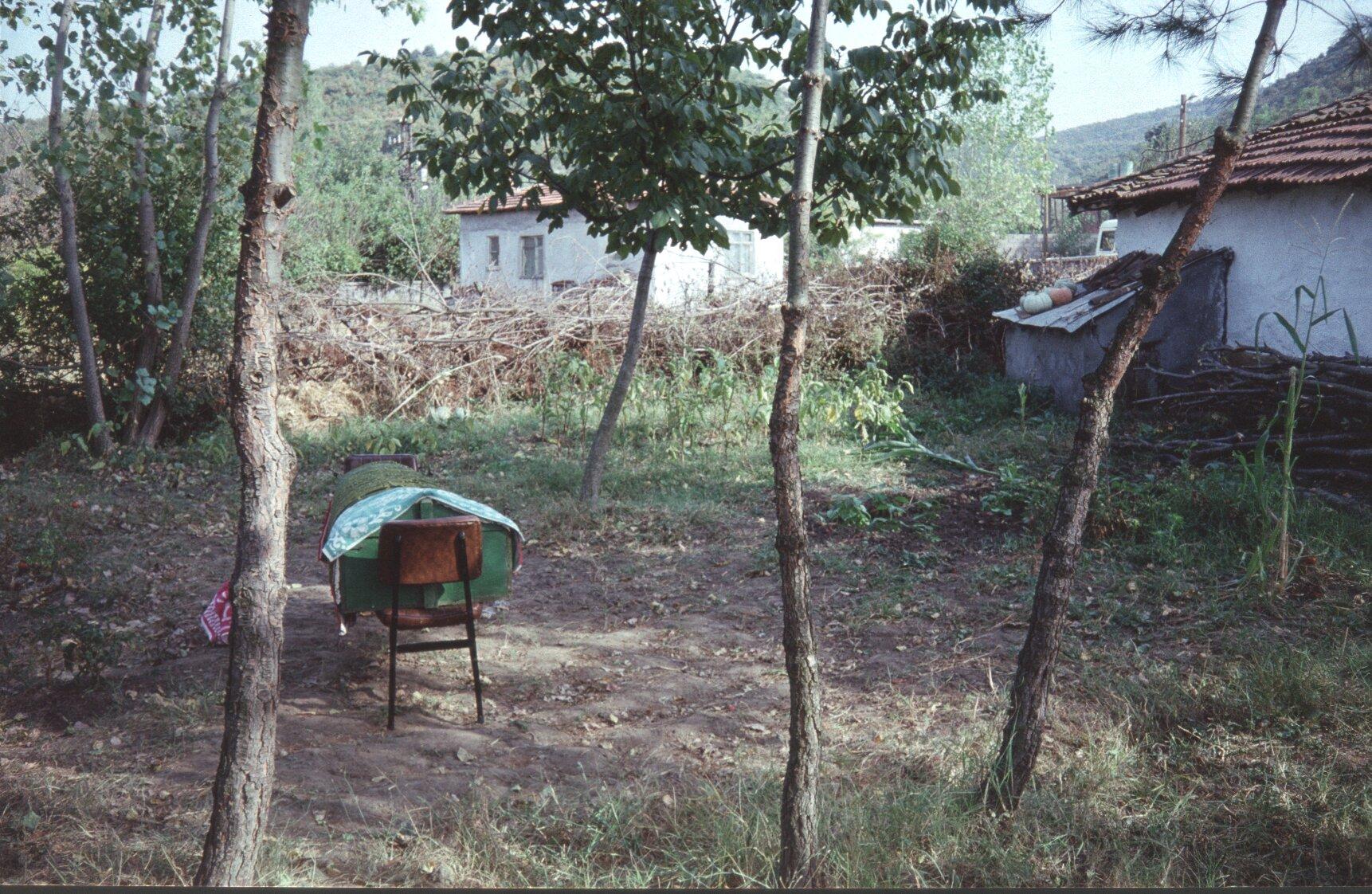 011 kist op stoel